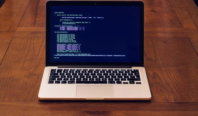 macbook-3777665_1920